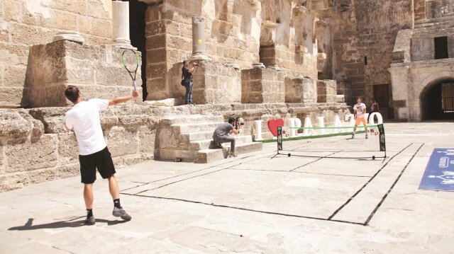 Aspendos Antik Tiyatrosu'nda tenis