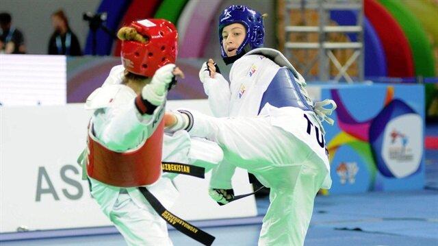 Zeliha Ağrıs, Tekvando Şampiyonası'nda 53 kiloda Rus rakibini finalde yenerek dünya şampiyonu oldu.