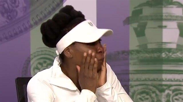 Dünyaca ünlü tenisçi basın toplantısında göz yaşlarına boğuldu!