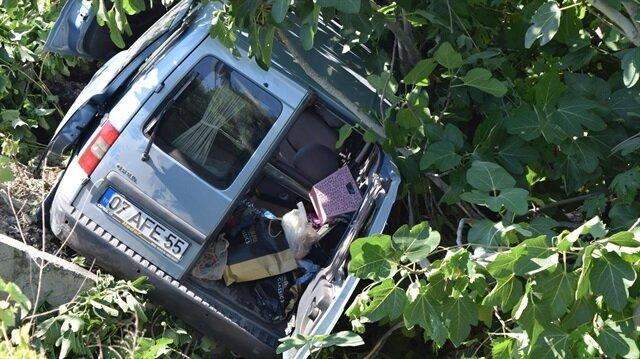 Antalya'da ticari araç devrildi: 5 yaralı