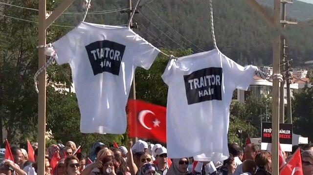 'Hero'ya karşı 'Traitor' tişörtü