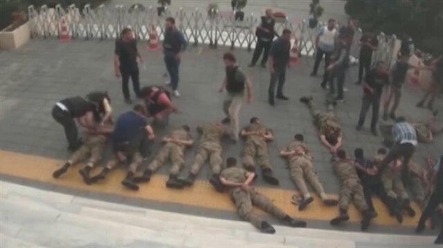Yeni görüntüler: Darbeci hainlerin TRT Radyo binasını işgal etme anı!