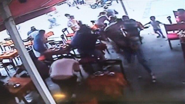 Kafede silahlı saldırgan dehşeti kamerada