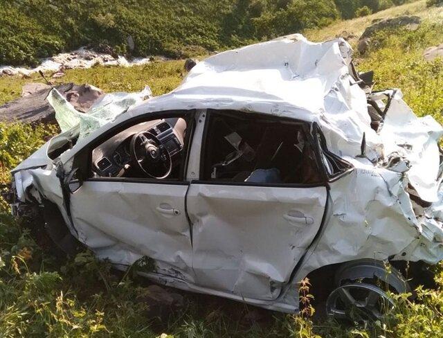 Artvin'de otomobil uçuruma yuvarlandı: 3 ölü