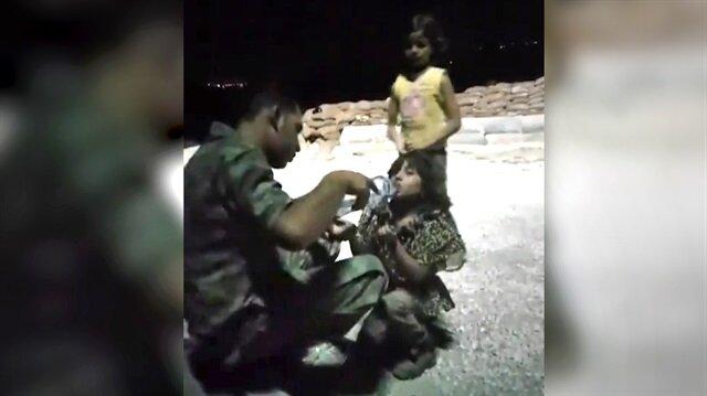 Suriye'de çocuklara elleriyle su içiren Türk askeri