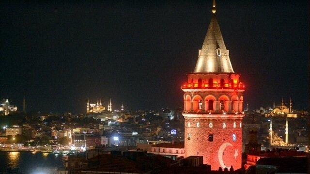 Galata Kulesi de demokrasi nöbetinde