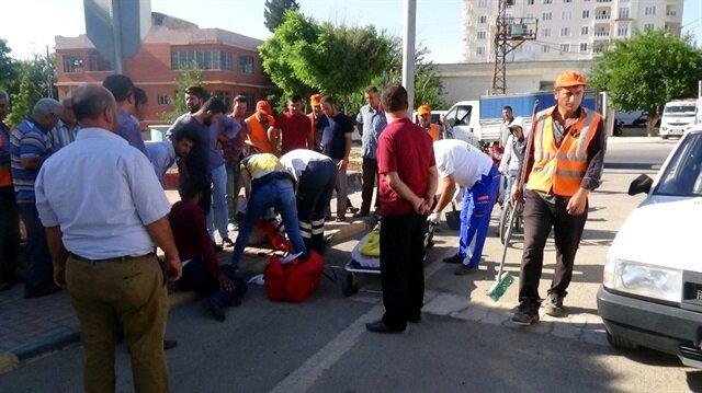 Kilis'te, hastane kavşağında motosiklet ile otomobilin çarpışması sonucu motosiklette bulunan 3 kişi yaralandı.