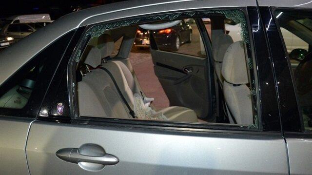 Camı kırıp otomobilden 20 bin liralık ziynet eşyası çaldılar.