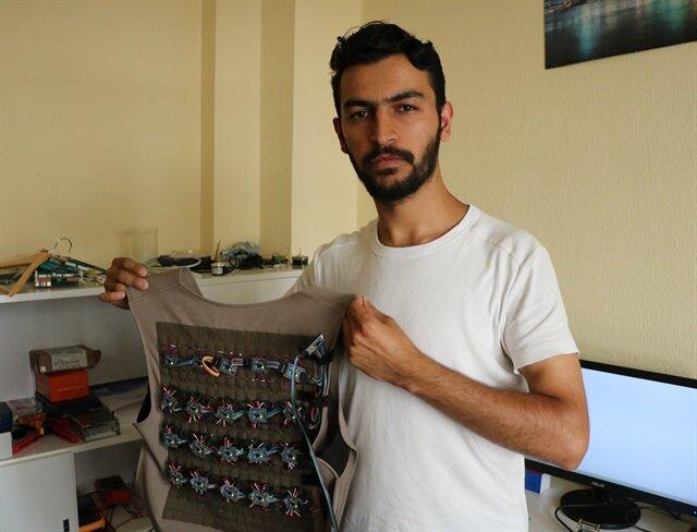 مهندس تركي يبتكر سترات إلكترونية لتسهيل حياة المكفوفين