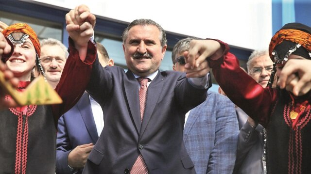 Gençlik ve Spor Bakanı Osman Aşkın Bak