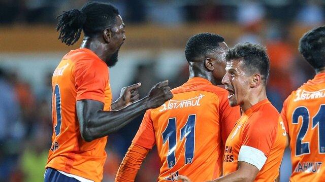 Adebayor'un golü sonrası yaşanan sevinç.