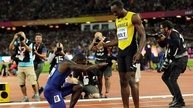 Amerikalı atlet Gatlin, Usain Bolt'un son 100 metre yarışında rakibine saygısını bu şekilde gösterdi.