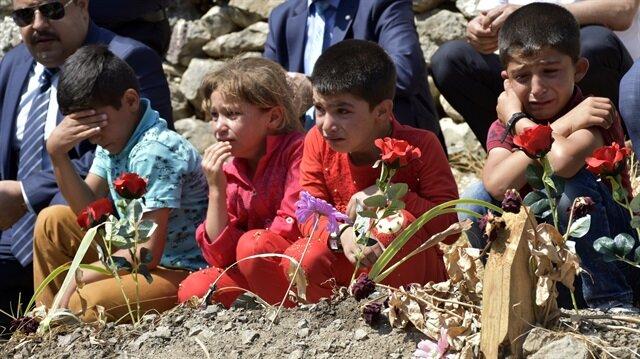 Şehit Necmettin Yılmaz'ın öğrencileri, şehit öğretmenin baba ocağını ve kabrini ziyaret etti.