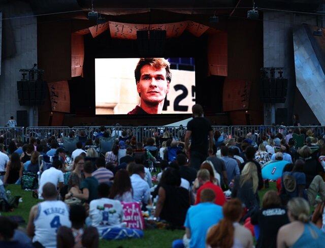 """عشاق السينما يلتقون في """"حديقة الألفية"""" بشيكاغو"""