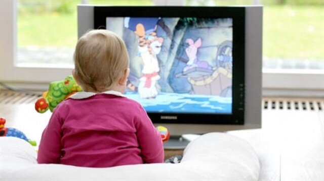 2 yaşın altındaki çocuklara çizgi film seyrettirmeyin