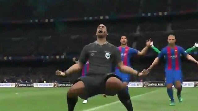 PES 18'de Barcelona golüne çılgınlar gibi sevinen hakem