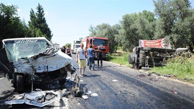 Bursa'da kamyonet ile cipin kafa kafaya çarpıştığı kazada 2'si ağır 6 kişi yaralandı.