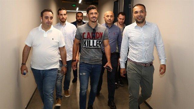 Fenerbahçe, tartımalara neden olan Giuliano transferini 7 milyon Euro ödeyerek sonlandırdı.