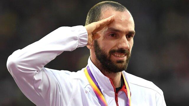 200 metrede altın madalyaya uzanarak tarih yazan milli atlet Guliyev, Türkiye'nin bu alandaki ilk altın madalyasını kazandı.