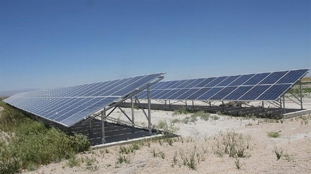 Ata, proje kapsamında kurulacak ve 450 milyon dolar yatırım maliyeti bulunan Türkiye'nin ilk entegre yerli güneş paneli üretim fabrikası ile Ar-Ge tesisi için prensipte mutabakat sağladıkları Başkent OSB yönetimiyle tesisin kurulacağı arazi için gelecek haftalarda ön anlaşma imzalanacağını söyledi.