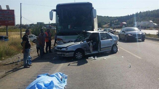 Manisa'da otomobil ile otobüs çarpıştı: 2 ölü