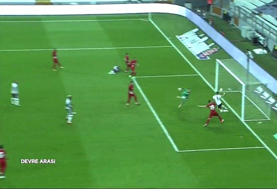 Pepe, Beşiktaş formasıyla ilk golünü böyle attı.