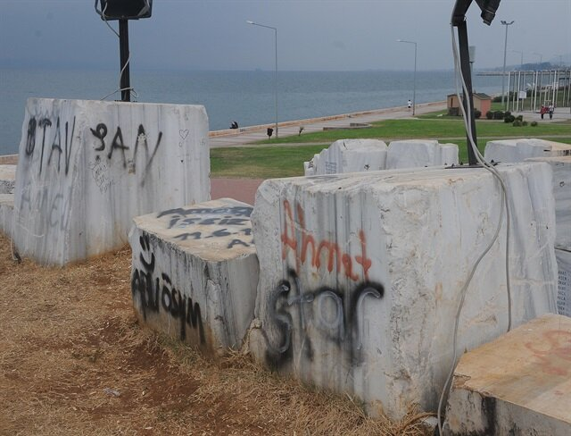 Deprem Anıtı'na boyalı saldırı