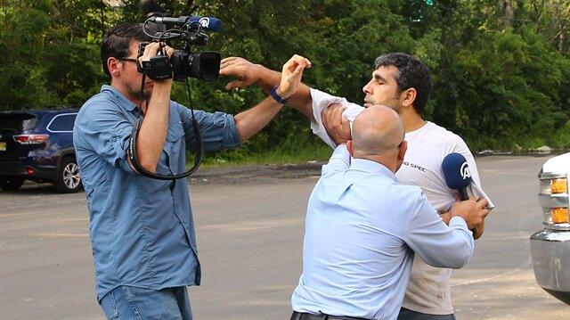 ABD'de firari FETÖ'cüler muhabire saldırdı