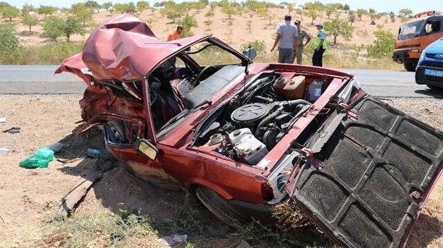 Kazada aynı aileden 5 kişi yaşamını yitirirken, yaralılar hastaneye sevk edildi.
