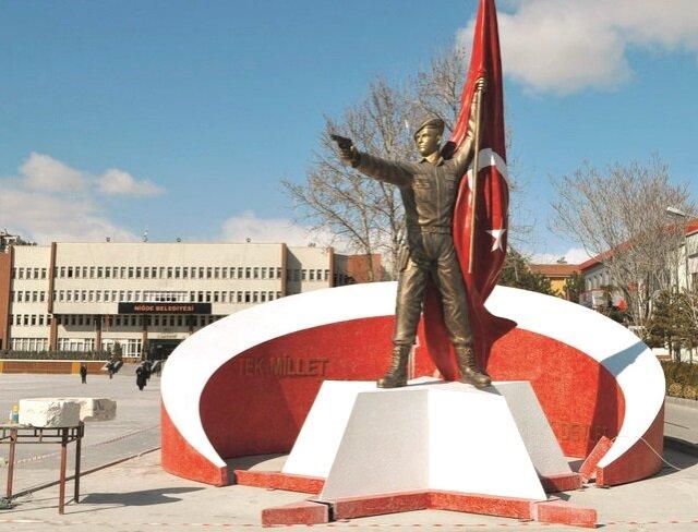 Halisdemir'in heykeli değiştiriliyor