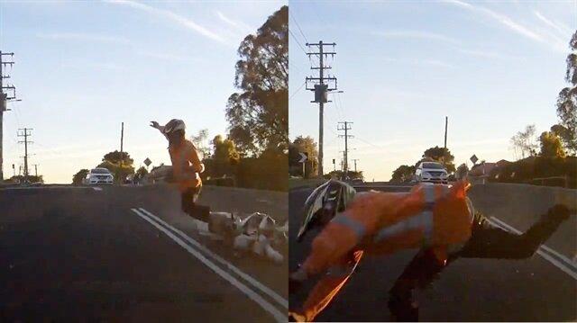 Motosikletten fırlayan sürücü araca çarptı