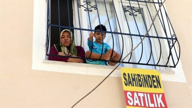 Patlama sonrası patlamanın yaşandığı sokaktaki evler tek tek satılığa çıkartıldı.