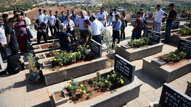 Gaziantep'teki DEAŞ saldırısında ölenler mezarları başında anıldı