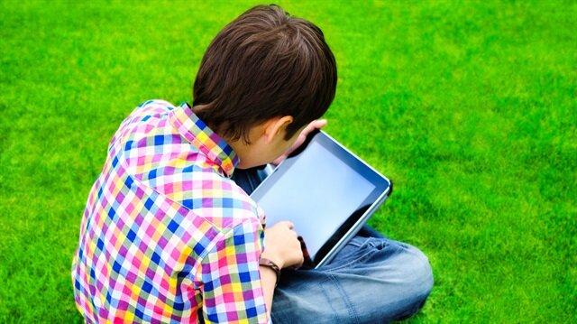 Uzmanlar, çocuklarda göz hastalıklarının genç yaşta görülebileceğini söylüyor.