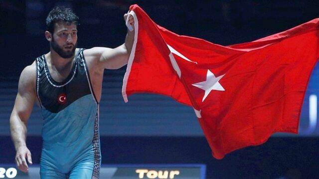 Milli güreşçi Metehan Başar dünya şampiyonu oldu