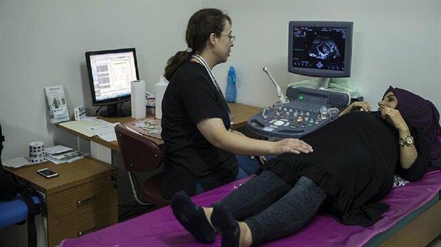 Camcı çifti, operasyon sonrası 32 haftalık olan bebeklerini sağlıklı olarak kucaklarına almayı ümit ediyor.