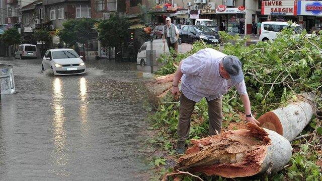 Balıkesir'de sağanak yağış etkili oldu.