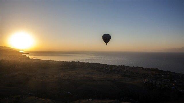 Doğu Anadolu'da ilk defa sıcak hava balonu havalandı.
