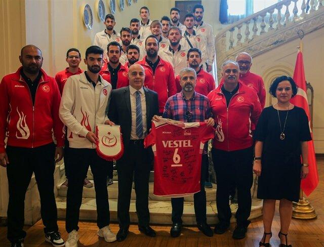 طائرة: مدرب تركيا ينتقد نظام مونديال الشباب بالقاهرة