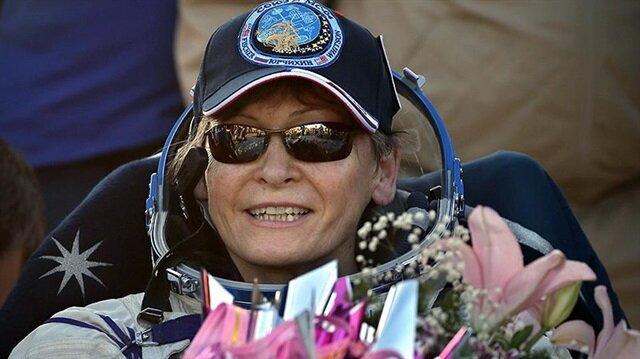 57 yaşındaki Dr. Whitson'ın ayrıca en çok uzay yürüyüşü yapan kadın rekoru da bulunuyor.