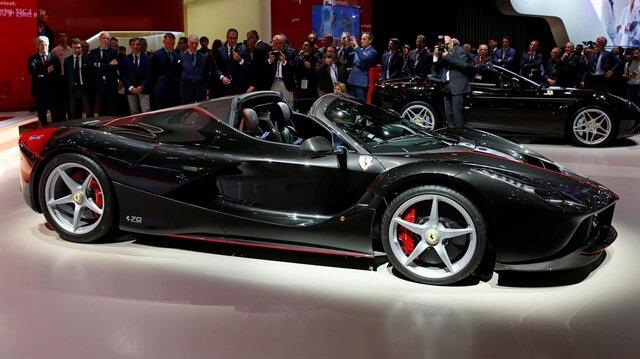 Ferrari'nin LaFerrari Aperta aracı, açık artırmada 10 milyon dolara satıldı.