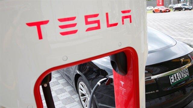 Tesla, Irma kasırgasından etkilenenler için bir güncelleme ile araçların kapasitesini yükselteceğini açıkladı.