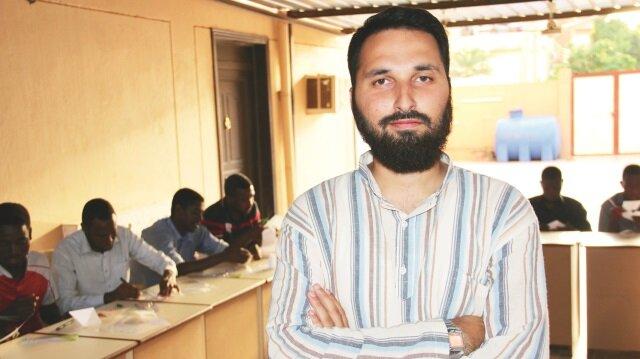 Sudanlı gençlere bilimi sevdirdi