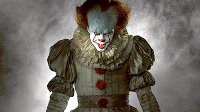 'O' adlı film, 123 milyon dolarlık ilk 3 gün hasılatıyla korku filmleri arasında tüm zamanların en iyi açılış rekoruna sahip oldu.