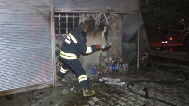 Konya'da sanayi bölgesinde çıkan yangın sonucunda bir büfe kullanılamaz hale geldi.
