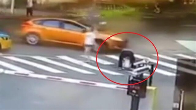 Akılalmaz kaza: Cadde ortasına torununun tuvaletini yaptırınca...