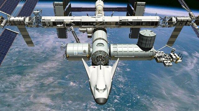 Amerikalı astronotlar Mark Vande Hei ve Joe Acaba ile Rus kozmonot Alexander Misurkin'i taşıyan uzay mekiği UUİ'ye ulaştı.