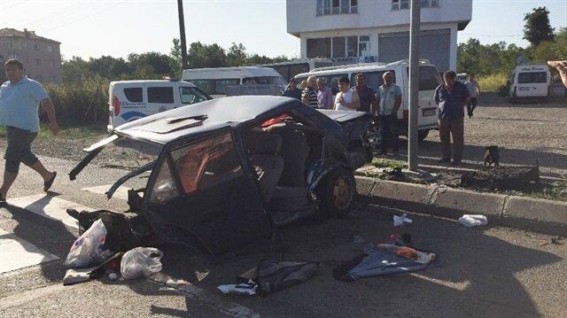 Ordu Yerel Haber: Ordu'nun Ünye ilçesinde otobüsün çarptığı otomobil ikiye bölünürken, kazada 3 kişi yaralandı.