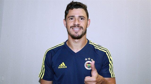 Fenerbahçe'ye imza atarken Brezilya Milli Takımı kadrosuna davet alan Giuliano, Şili ve Bolivya maçları için ise davet edilmedi.
