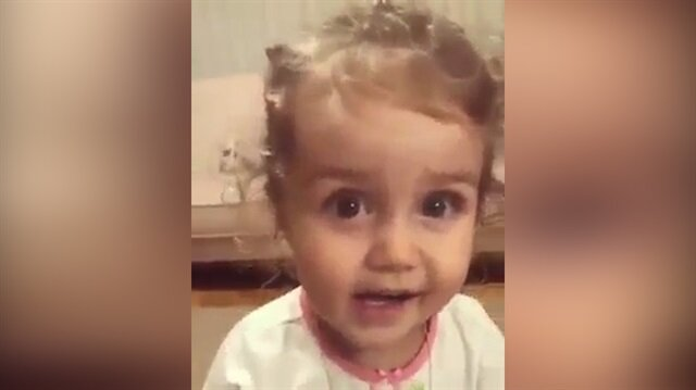 Ananas diyemeyen minik kızın tatlı halleri